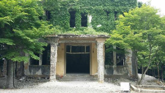 京都、愛宕山に残るケーブルカー...