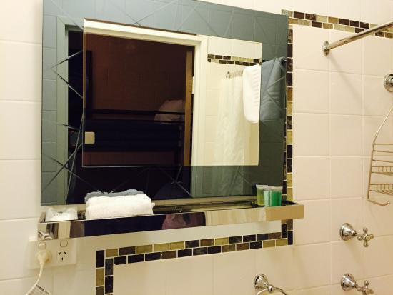 Aalberg Chalet Jindabyne: Bathroom