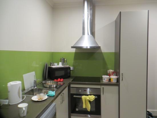 Comfort Inn & Suites Warragul Motel: well appointed kitchen