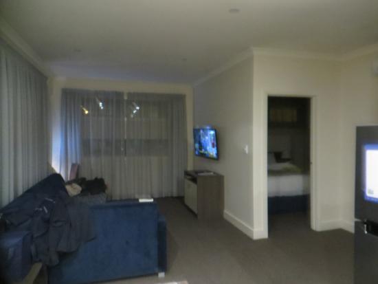 Comfort Inn & Suites Warragul Motel: large living area