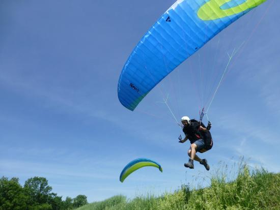 Millerton, NY: Discover paragliding with an introduction day.