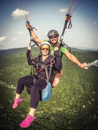 Millerton, นิวยอร์ก: Soar with an intructor during a paragliding tandem lesson, NY.