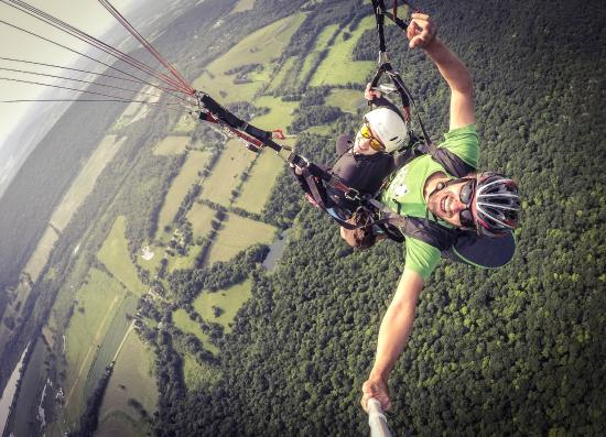 Millerton, นิวยอร์ก: Let's Go paragliding and soar with the view on the Catskills.