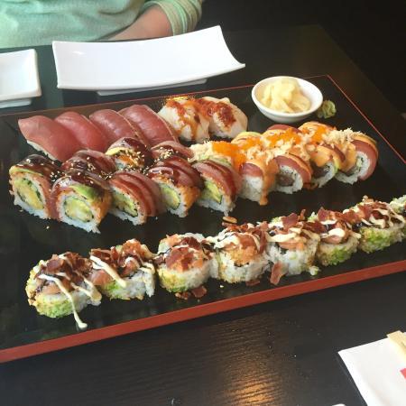 Sachi Sushi : Lidt blandet fra menukortet, men inkl. månedens maki fra juli måned