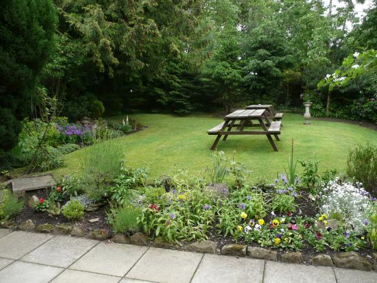 Marykirk, UK: Hotel gardens