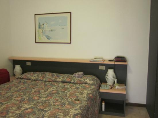 Hotel Maxi Heron: смена белья за неделю 2 раза