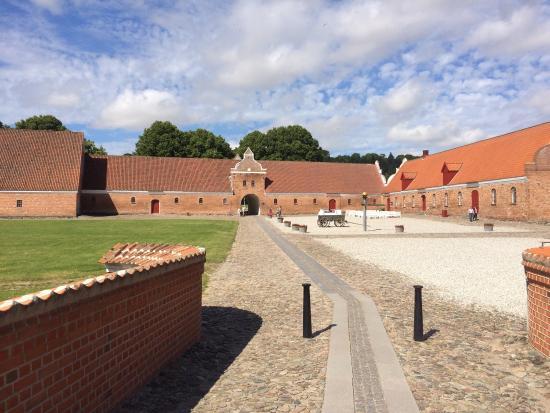 Gammel Estrup Danmarks Herregårdsmuseum: Dejlig dag med kone og børn
