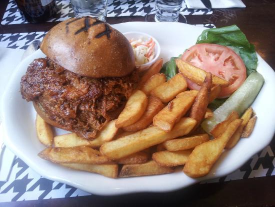 Houndstooth Pub : Hamburger e Patatine