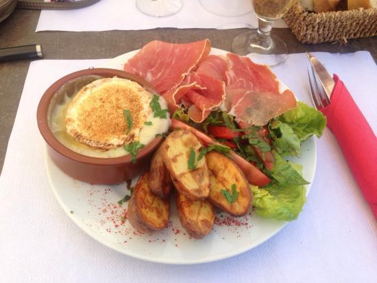 Bar Restaurant Les Arceaux : Un camembert rôti sublime !