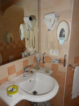 bagno - Picture of Hotel Pax, Assisi - TripAdvisor