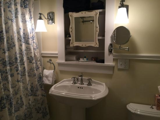 Amanda Gish House: bathroom in the French Room