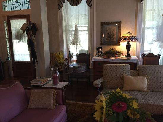 Amanda Gish House: Living room