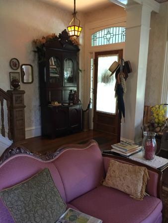 Amanda Gish House: living room