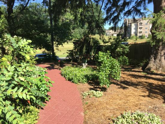 Amanda Gish House: garden