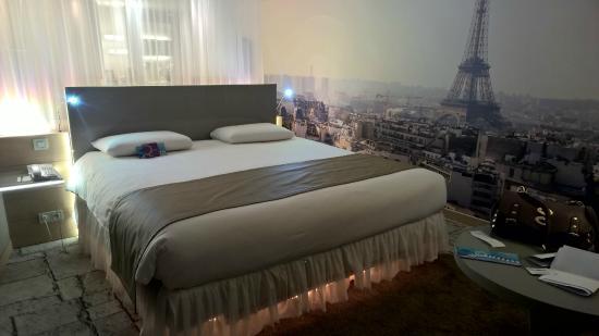 Il letto king size - Picture of Mercure Paris Vaugirard Porte de ...