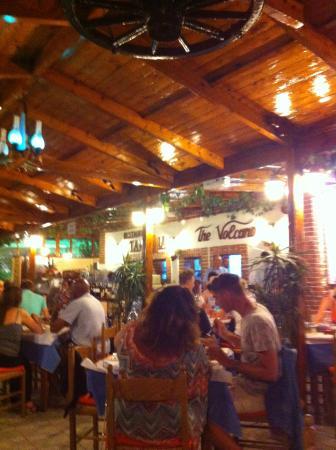 The Volcano Restaurant-Taverna: La sala