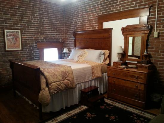Belmont Hill Victorian Bed and Breakfast: Room w/Queen bed