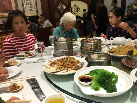 Happy Harbor Restaurant: Life is good with Dim Sum!