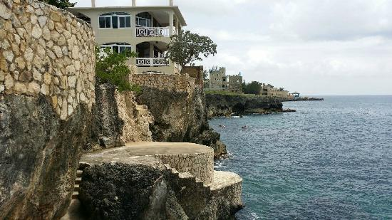 Home Sweet Home Resort: partial view of the side of the hotel