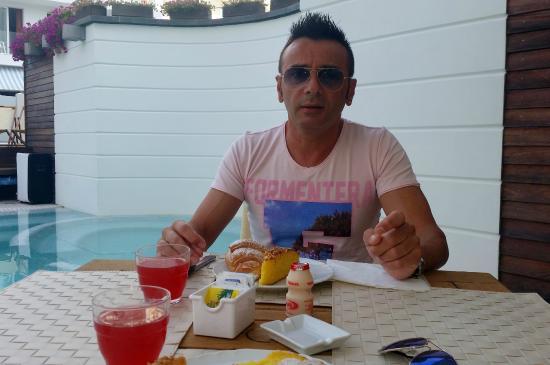 Hotel Novecento: colazione a bordo piscina