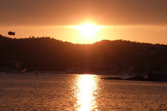 Chambre d'hotes La Potiniere: à ne pas manquer : coucher de soleil sur la plage des beaumettes