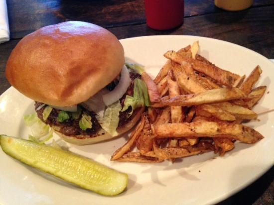 120 Taphouse & Bistro: Black and Blue Burger