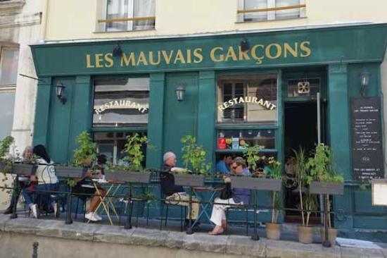 Les Mauvais Garcons: Un restau calme non loin de l'hôtel de ville de Paris
