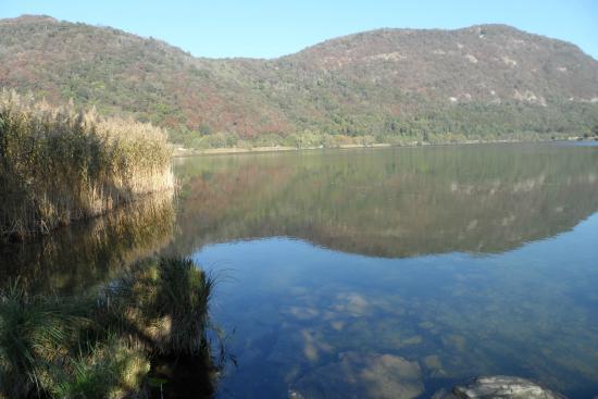 Canzo, Italia: lago  Segrino