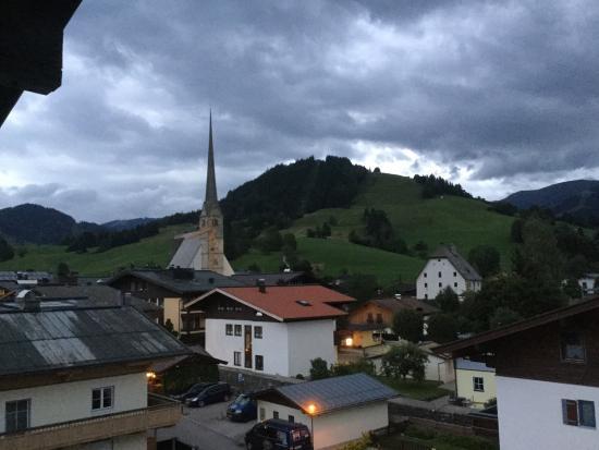Hotel Salzburgerhof: Uitzicht vanaf de bovenste verdieping.