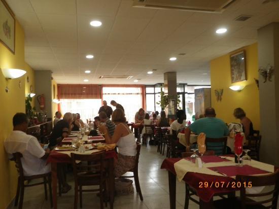Nouvelle d coration du restaurant miguel photo de for Restaurant la jonquera