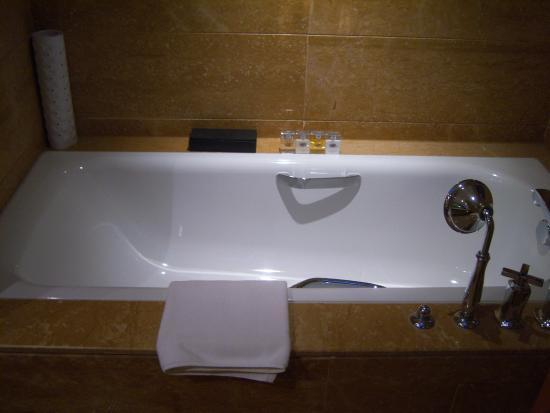Bohao Radegast Hotel Beijing: Bathtub