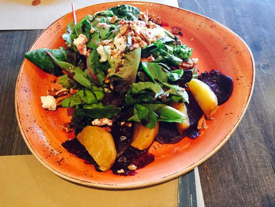 George and Martha's American Grille: Roasted beet salad.