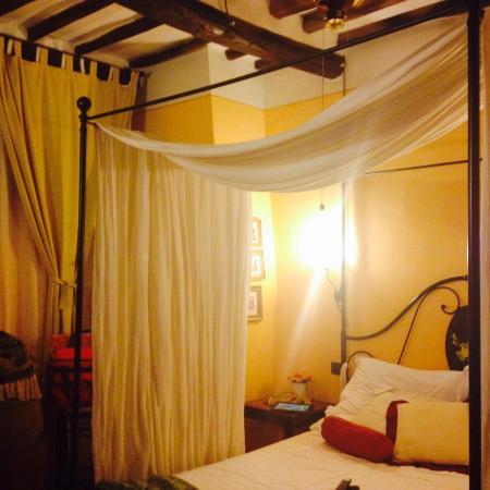 Rugapiana Vacanze: Il letto a baldacchino
