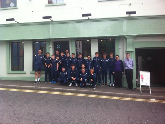Murphy's on the Green: Maiden City Academy U13's after their lunch en route to Dublin