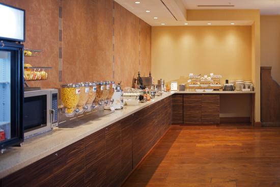 breakfast bar picture of springhill suites denver at. Black Bedroom Furniture Sets. Home Design Ideas