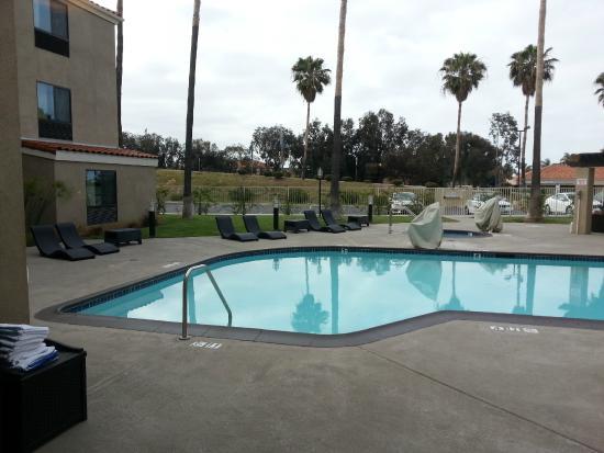 Holiday Inn Express Hotel & Suites Carlsbad Beach: Pool