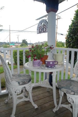 A Small World B&B: Front deck
