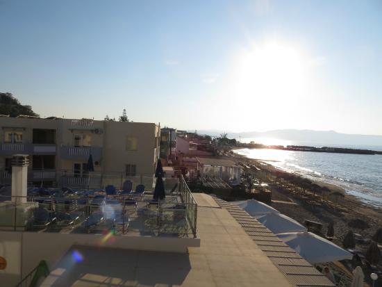 Menia Beach Hotel : iltaaurinkoa