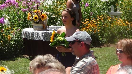 Meadowsweet Gardens Inn: wedding processional begins