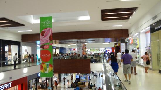 Mall Plaza El Castillo : diseño limpio y moderno