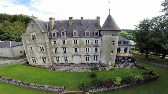 Chateau de calmels lacaune france voir les tarifs et for Prix chambre chateau vallery