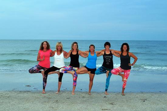 ‪Beach Yoga Pinellas‬