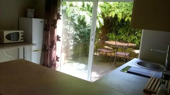 Le clos des bambous : Appt n°1 Terrasse vue de la cuisine
