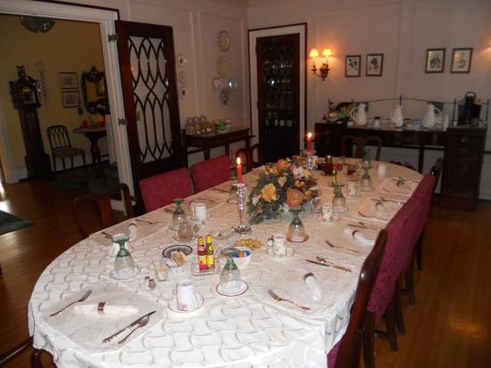 The Mountain Laurel Inn: Dining Room