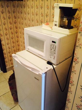 آلامار ريزورت إن: Microwave and fridge
