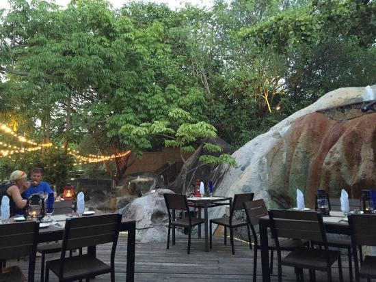 Rock Cafe: outdoor eating area