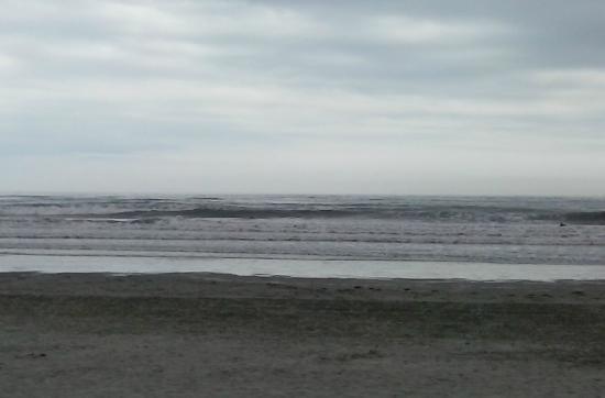 Easton's Beach : waves...