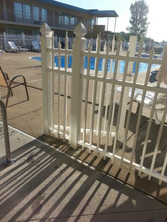 Huntingburg, IN: pool area