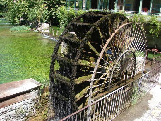 le moulin eau picture of la source de la sorgue fontaine de vaucluse tripadvisor. Black Bedroom Furniture Sets. Home Design Ideas