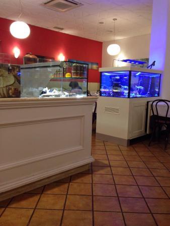 Braci e Abbracci: Comme vous pouvez le constater, le restaurant propose des produits frais et préparés à la demand